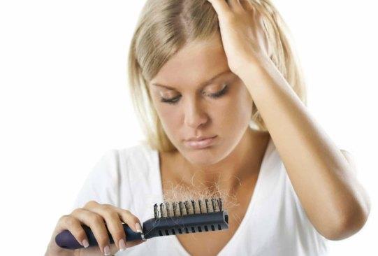 Estas son las posibles razones de la caída de tu pelo, ¿las conocías? - cuidado_del_pelo_5-300x203