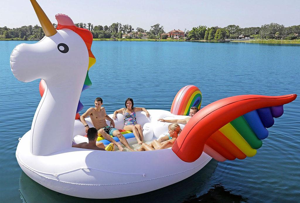 Estamos obsesionados con estos inflables para alberca ¡GIGANTES! - inflable-gigante-flamingo-unicornio-3
