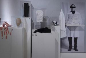 ¿Por qué debes visitar la exposición de moda Maison Margiela?