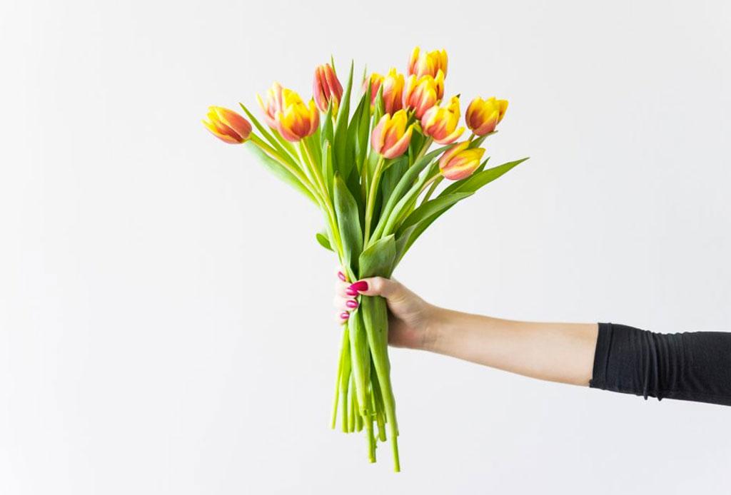 Decora tu workspace con estas flores que durarán más de una semana - tulipanes
