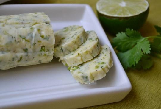 ¡Aprende cómo preparar mantequilla... de sabores! - corianderbutter-300x203