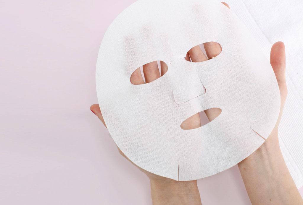Descubre los secretos de belleza que mantienen tan glowy a Kate Moss - mascarilla-de-papel-bronceado-st-tropez-4-1024x694