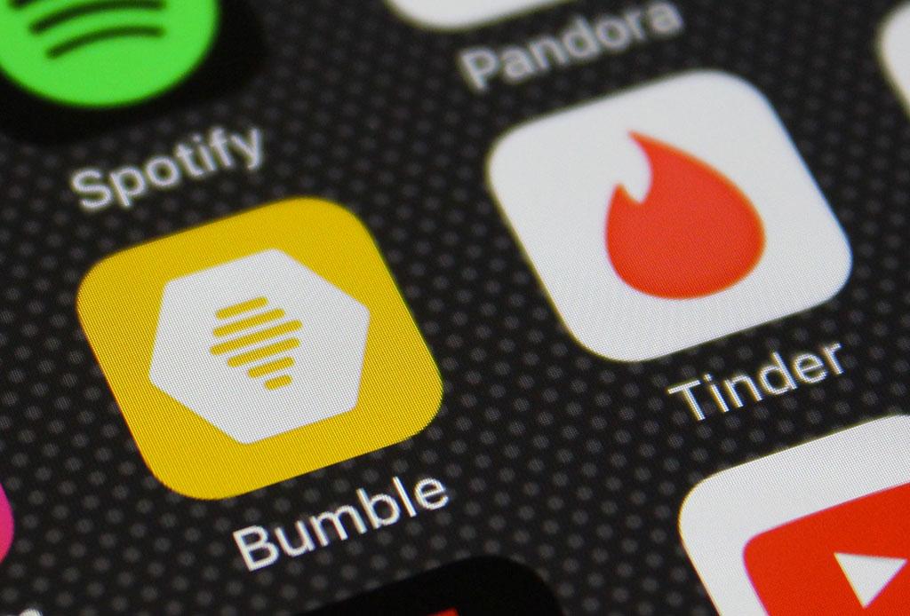 Obligaswiping: el término que describe por qué sigues soltero en la era digital - obligaswiping