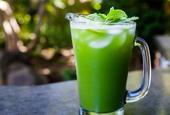Tres increíbles recetas para jugos que te ayudarán a perder peso - cucumberlemonjuice-300x203
