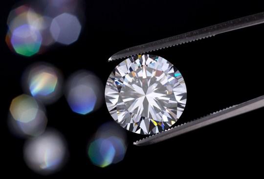 Te decimos cómo cuidar tus diamantes correctamente - diamonds1-300x203