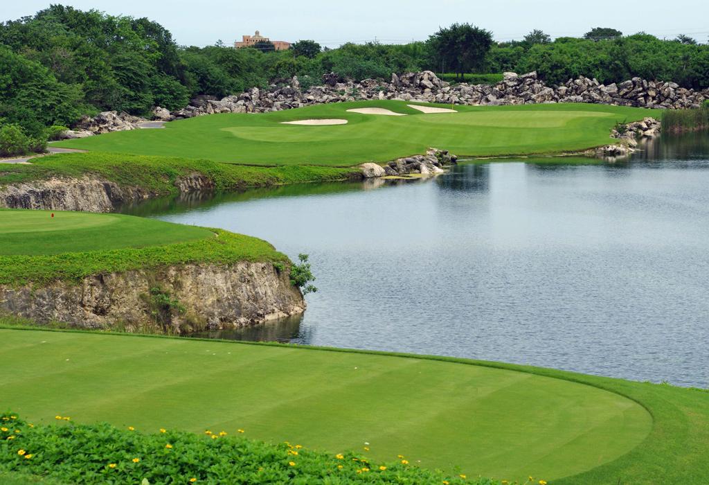Destinos exclusivos en México para jugar golf en verano - elmanglar
