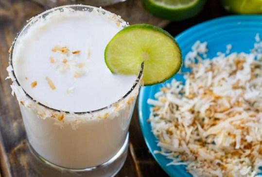 Tenemos la receta de un irresistible drink para el calor: ¡Margarita de coco! - margaritacoco-300x203