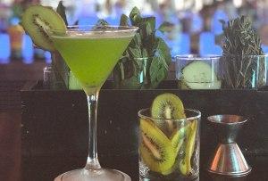 Prepara este delicioso martini de kiwi ¡con sake!