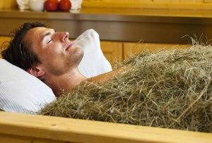 Los baños de heno son la tendencia en tratamientos de spa