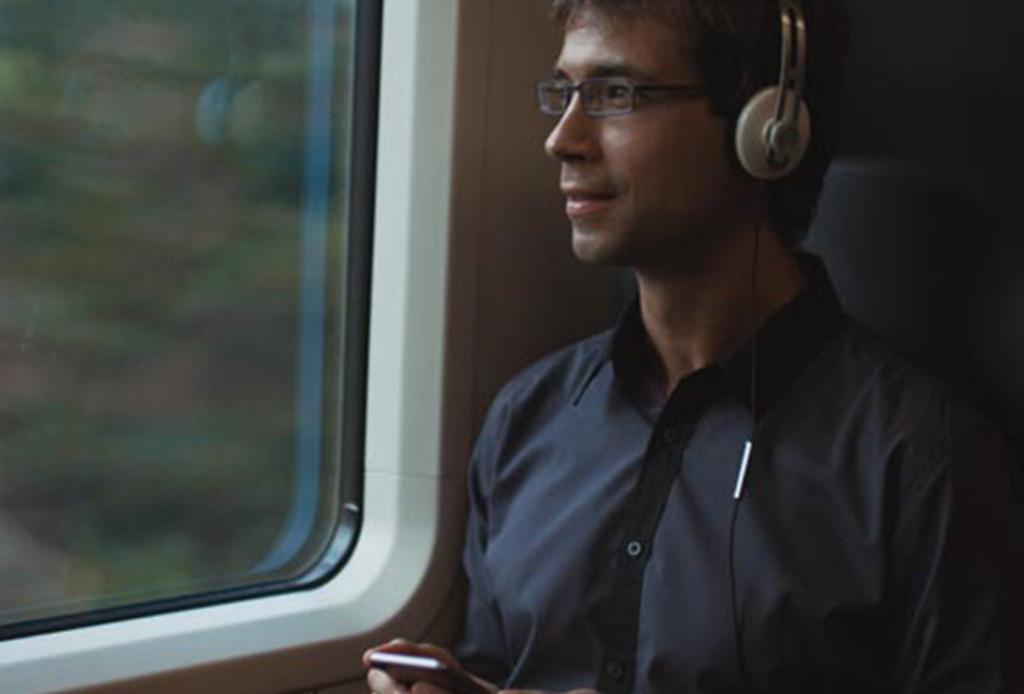 7 audífonos 'over ear' ideales para viajar