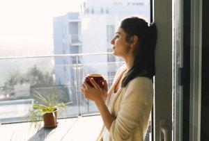 Escucha esta playlist para tomar un café en tu balcón