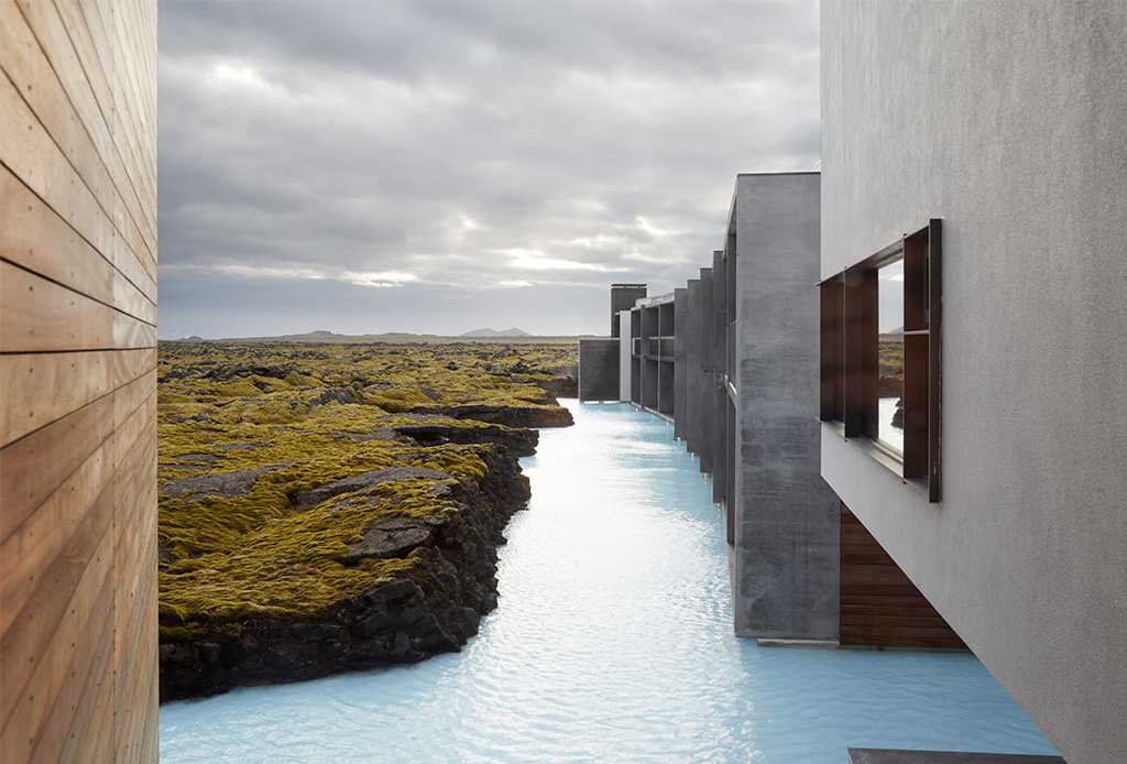 Descubre la arquitectura de este impresionante hotel que está dentro de un lago - bluelagoon2