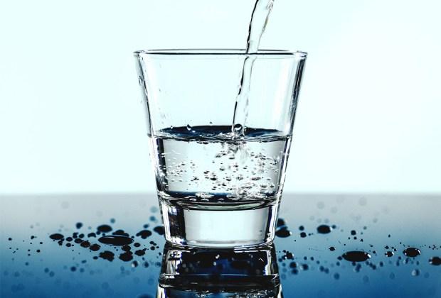 ¿Qué destilado es el que produce la peor resaca? - dietadeagua1-1024x694