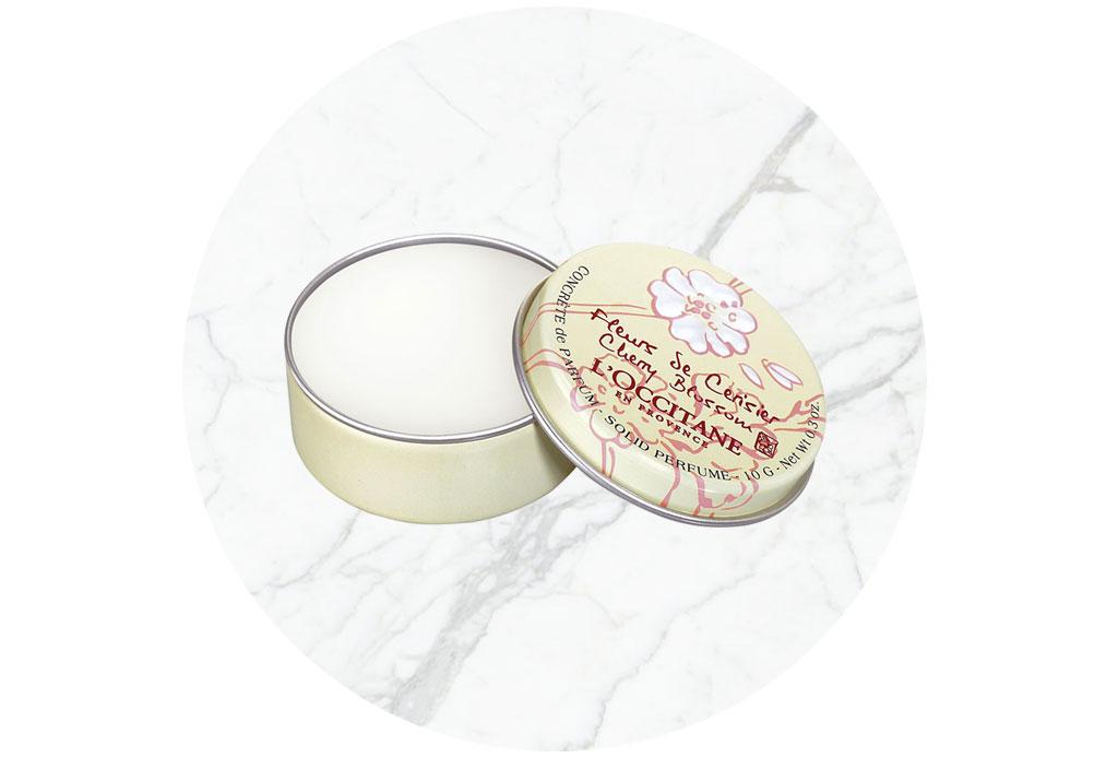 Perfumes sólidos que deberías tener en tu bolso siempre - perfume-solido-2