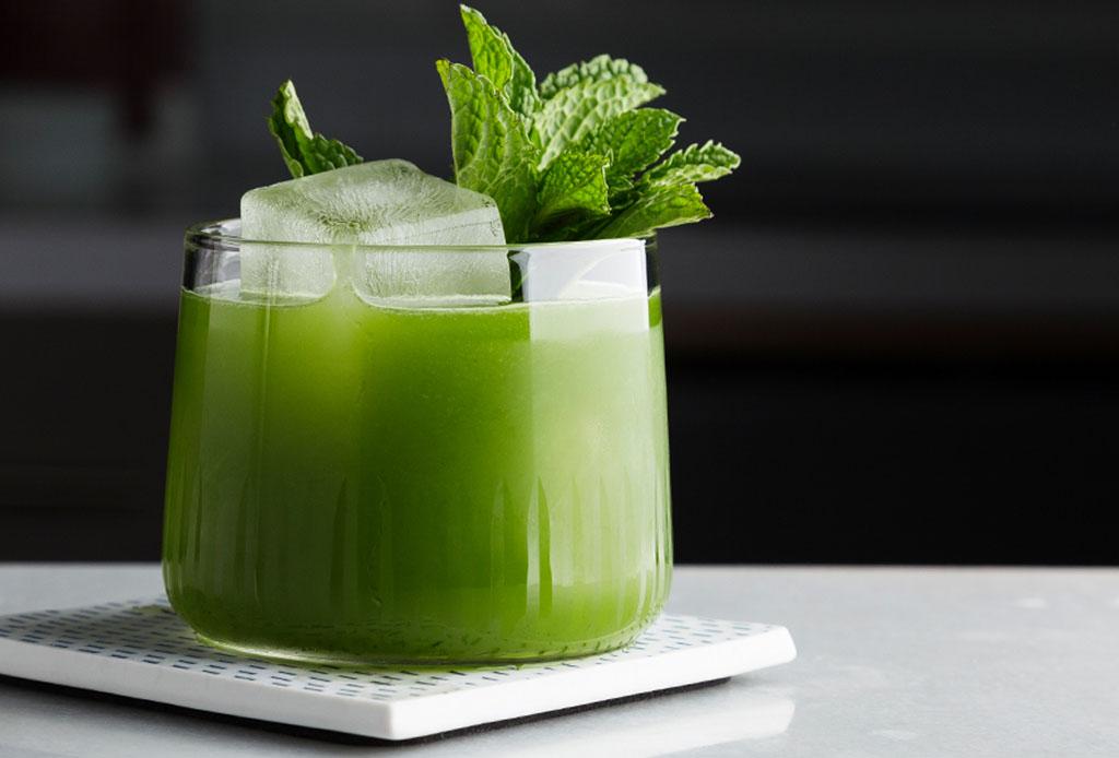 Dos de tus favoritos en este refrescante coctel de matcha y gin