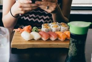 ¿Cuánto sushi es saludable comer a la semana?
