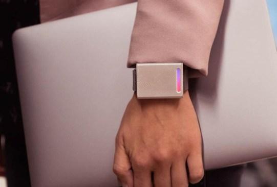 No volverás a sufrir por frío o calor con esta wearable technology - termostato-personal-embr-wave-2-300x203