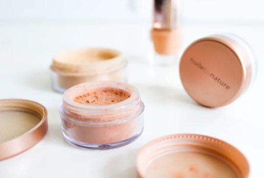 Con estos tips, tu base de maquillaje se verá tan natural como tu propia piel - tips-maquillaje-natural-6-300x203