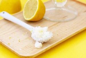 Prepara este exfoliante de coco y limón para tus manos