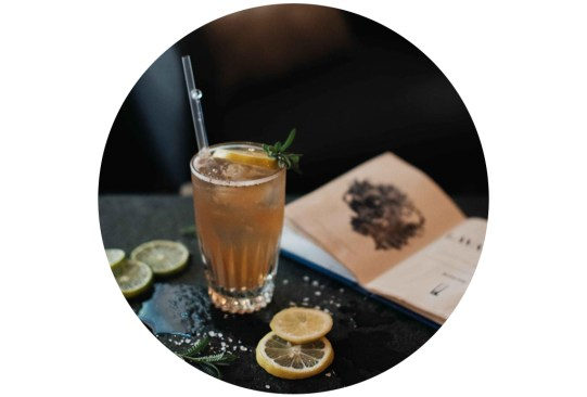 ¡Atención amantes del sake! Hicimos una selección de los drinks más originales hechos con este destilado en la CDMX - cocteles-sake-cdmx-5-300x203