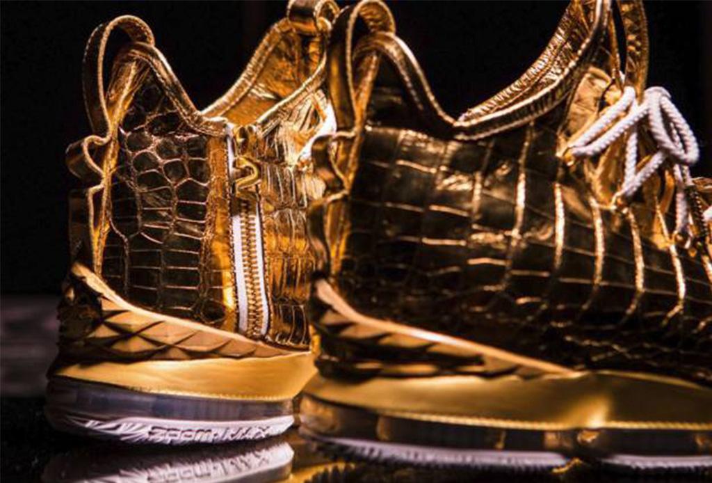 Esta tienda en Los Ángeles creó unos tenis de oro para LeBron James - lebron2