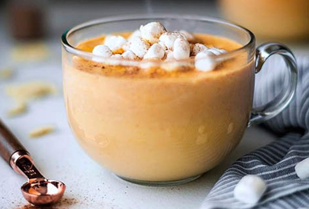 Tenemos la receta para la mejor bebida de Thanksgiving: chocolate blanco caliente con calabaza - bebida-chocolate-y-calabaza
