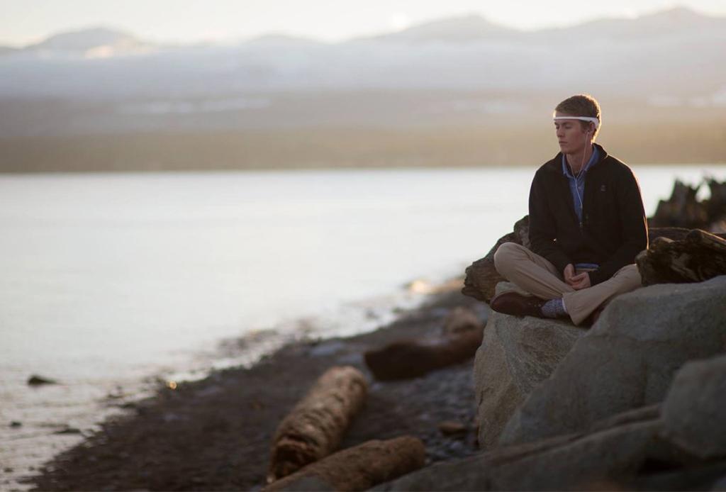 NECESITAS este gadget para mejorar tus sesiones de meditación - muse-meditacion-4