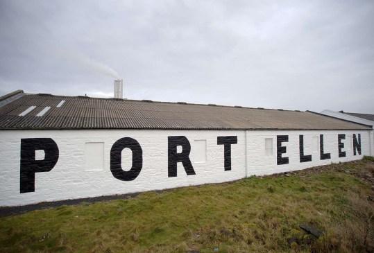 Conoce la historia de Port Ellen, una de las destilerías de whisky más famosas del mundo - port-ellen-destileria-whisky-2-300x203