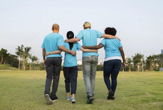 ¿Sabes cuáles son los efectos en tu cerebro que suceden cuando ayudas a alguien? - ayudar-a-los-demas-beneficios-salud-2-300x203