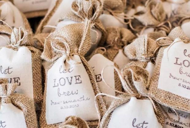 ¡Adiós a los típicos recuerdos de las bodas! Sorprende a tus invitados con estos originales detalles - cafe-1024x694