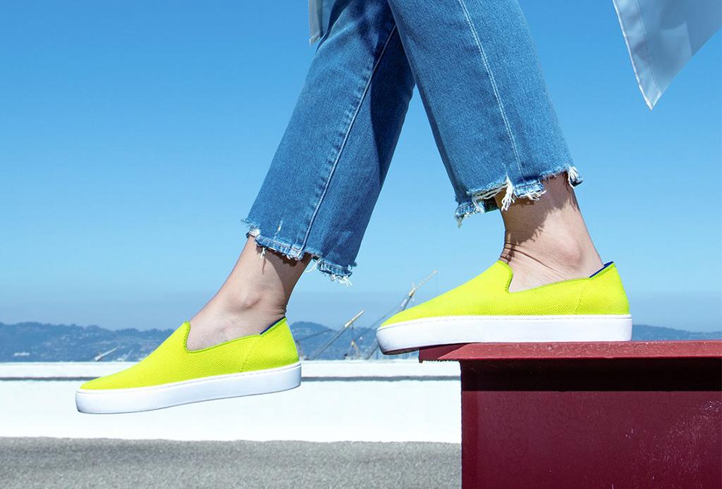 Usar calzado hecho de plástico reciclado ayuda a generar una menor huella ambiental - calzados-plastico-4