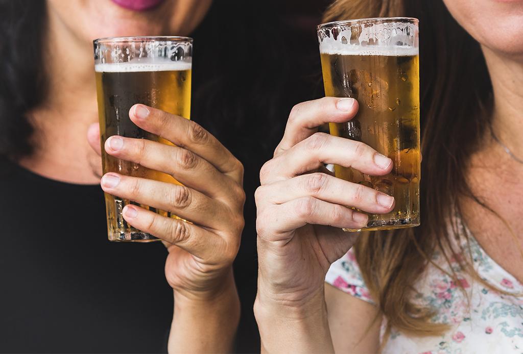 Bar hoppings en la CDMX para tener una noche distinta - cervezas-light-1024x694