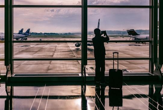 Deberías seguir estos consejos para que volar en avión no te afecte - viajar-mejor-300x203