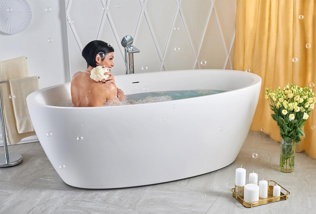 El baño de sal que necesitas para olvidarte del estrés, ¡hazlo en casa! - bancc83o-en-tina-1
