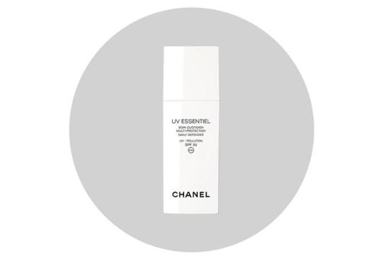 Cuida tu cara de la contaminación ambiental con estos productos - chanel-uv-essentiel-multi-protection-daily-defender-300x203