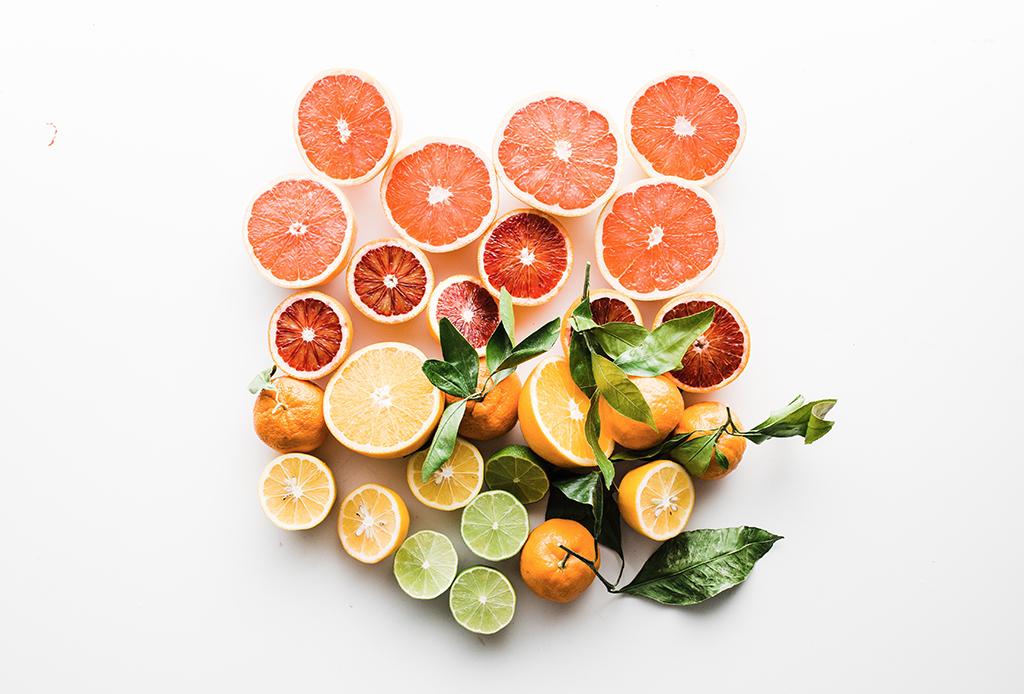 7 alimentos que te ayudarán a sobrevivir una gripa - citricos