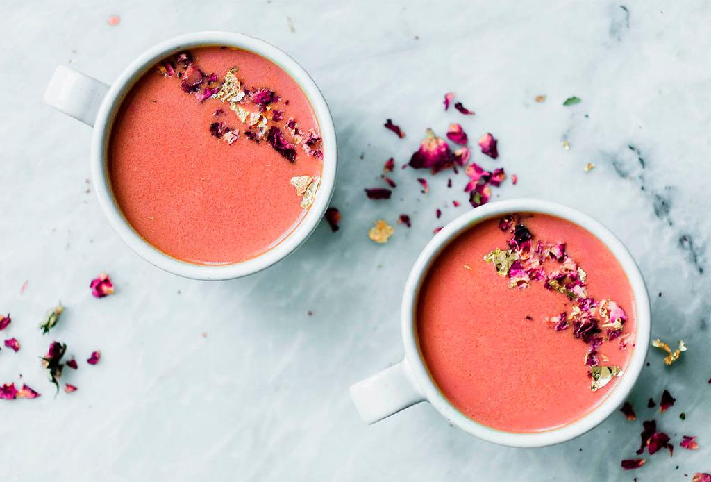 ¡Libérate del estrés! Tenemos la receta de la moon milk rosa - moon-mil-rose-2