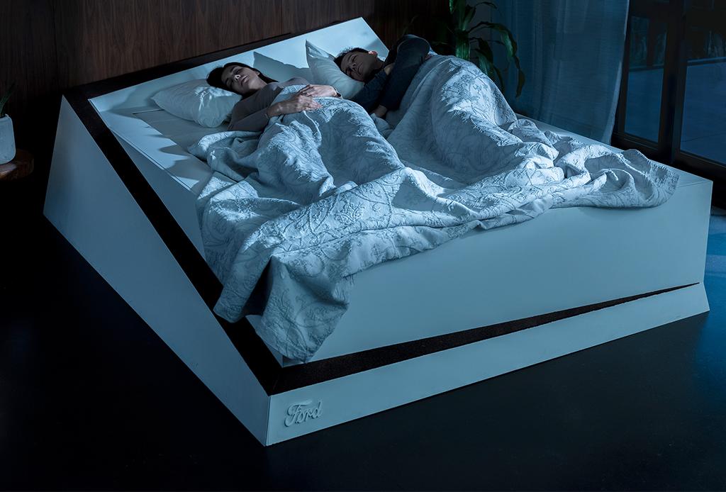 Esta cama inteligente para parejas mantiene a cada quien «en su lado»