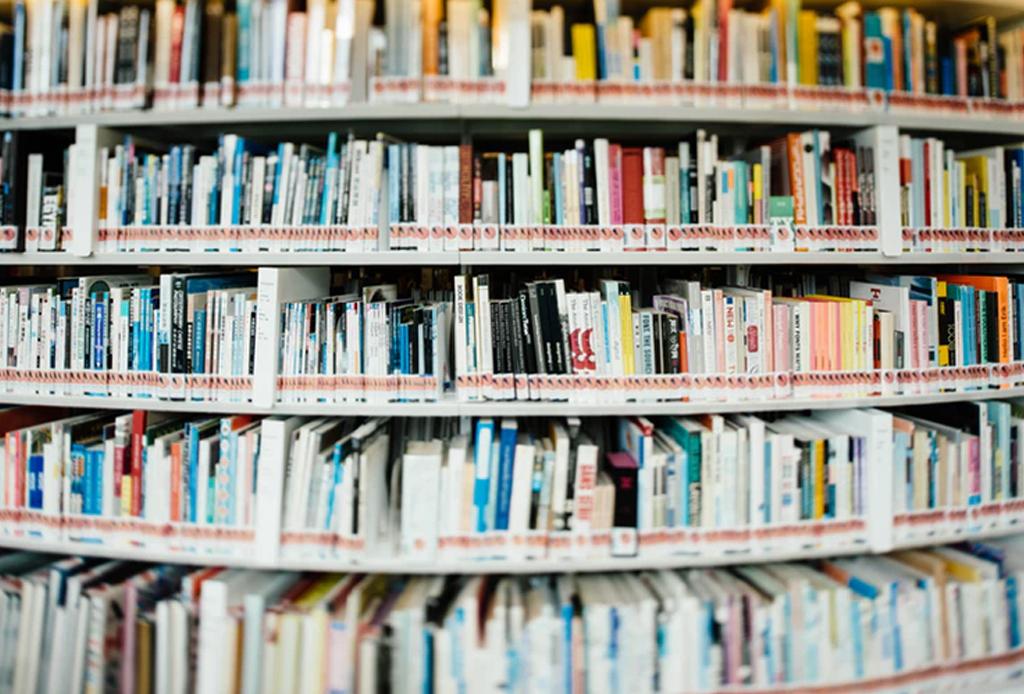 Con el tiempo que pasas en redes sociales podrías leer 200 libros al año - libros