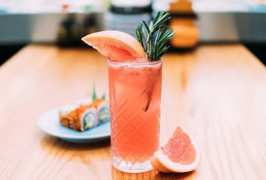 Moshi Moshi nos comparte la receta de uno de sus NUEVOS drinks con gin y frambuesa - receta-gin-tonic-frambuesa-moshi-moshi-1-300x203