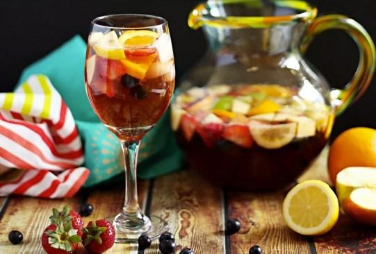 Estos deliciosos mocktails te ayudarán con el reto de una vida libre de alcohol - receta-sangria-sin-alcohol-300x203