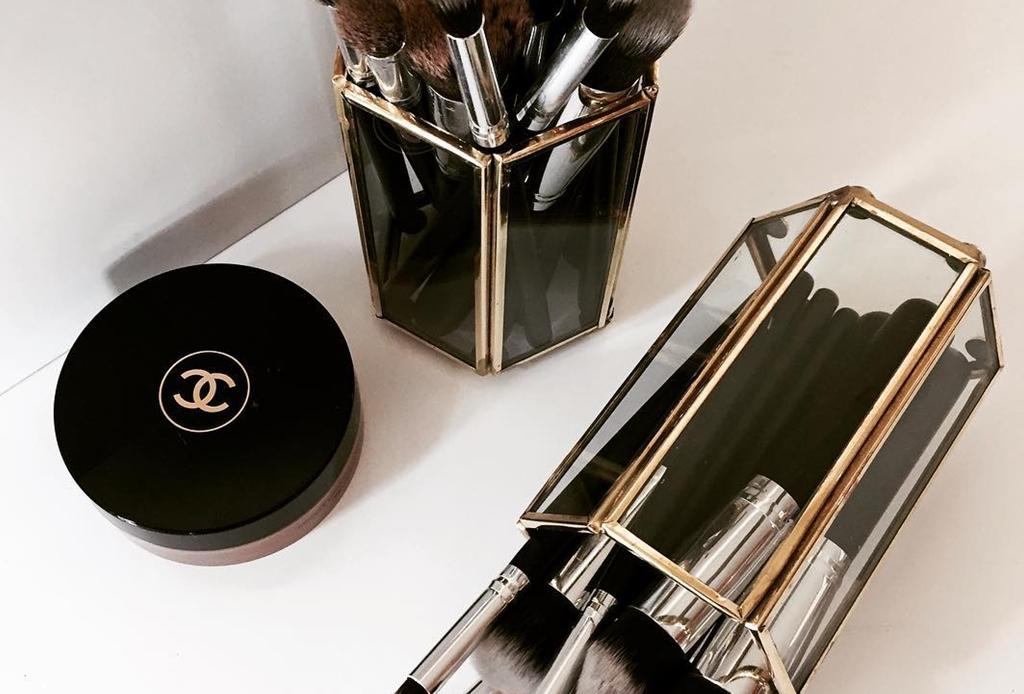 Cómo y cada cuánto debes limpiar tus brochas de maquillaje - organizadores-maquillaje