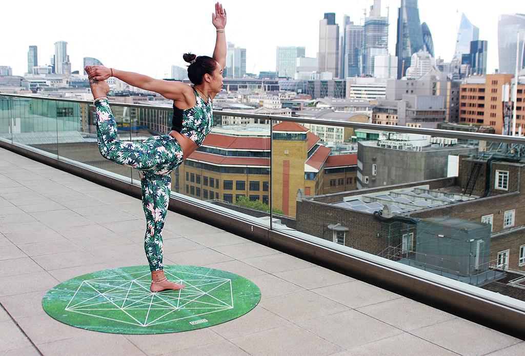 6 posturas de yoga que debes dominar para triunfar en Instagram