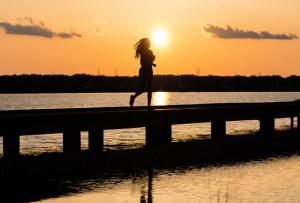 7 beneficios de correr por la noche que tal vez no conocías