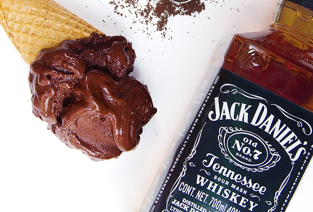 ¡Aprovecha el calor! te damos la receta para hacer una helado de whisky
