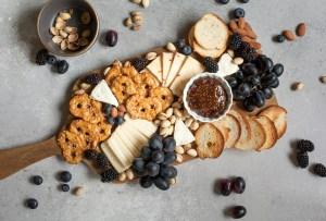 Deliciosas botanas que puedes preparar con quesos maduros
