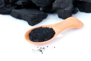 Consumir carbón activado no es tan bueno como piensas, ¡te decimos por qué!