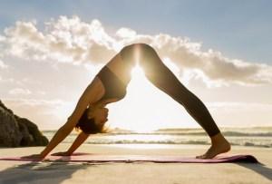 5 razones para hacer saludos al sol todos los días