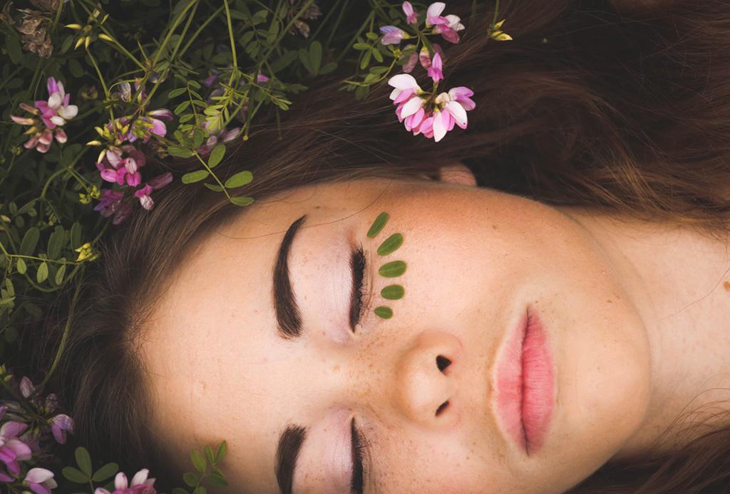 Cómo mantener tus cejas gruesas y saludables de forma natural