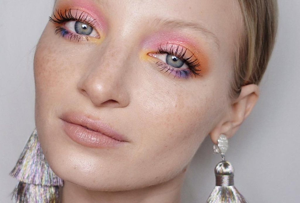 Llénate de inspiración y lleva un maquillaje más colorido este verano - sombra-arco-iris-1024x694
